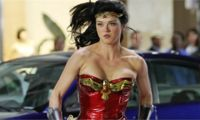 adrianne-palicki-wonder-woman-set(1)