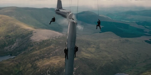 The-Dark-Knight-Rises-back-half-of-plane-hanging-off-front-half