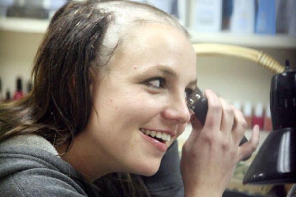 Britney Spears shaving her head