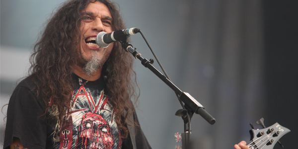 http://upload.wikimedia.org/wikipedia/commons/e/e1/Tom_Araya_Slayer_Sonisphere_2010.jpg