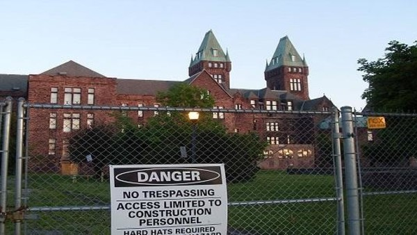America's 10 Scariest Abandoned Asylums & Hospitals