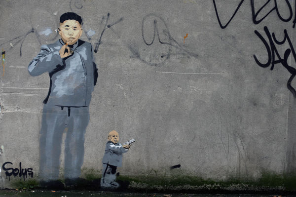 Graffiti โดยศิลปินดับลิน Solus lampoons ผู้นำเกาหลีเหนือคิมจองอูในพื้นที่สมิทฟิลด์ของเมือง
