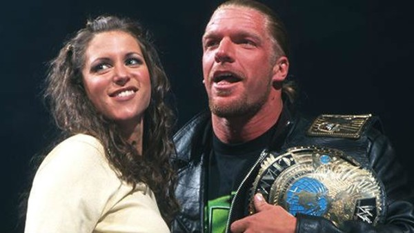 triple-h-stephanie-mcmahon-2000-600x338.