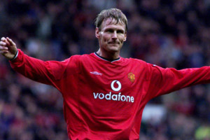 THIS PICTURE CAN ONLY BE USED WITHIN THE CONTEXT OF AN EDITORIAL FEATURE. NO WEBSITE/INTERNET USE UNLESS SITE IS REGISTERED WITH FOOTBALL ASSOCIATION PREMIER LEAGUE. Manchester United's Teddy Sheringham celebrates his goal against Southampton during t