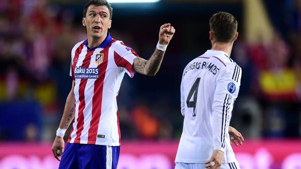 Atletico Madrid's Mario Mandzukic (left) argues with Real Madrid's Sergio Ramos