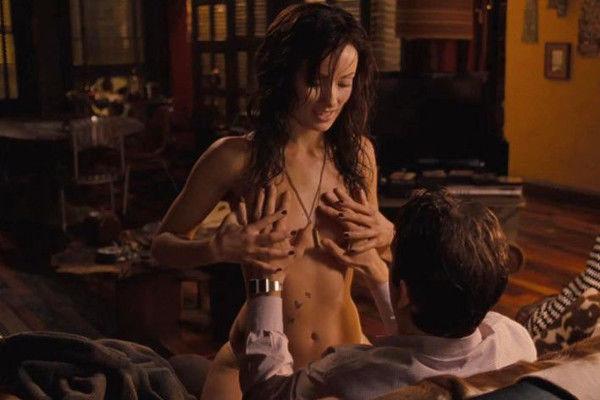 Actrice nue dans une scne de sexe - PornDoe