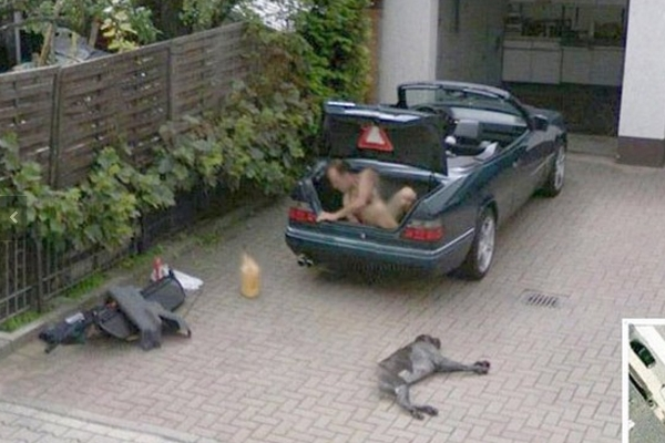 15 Craziest Things Ever Spotted In Google Street View – Page 3 on google maps dead, google trekker, google earth dead,