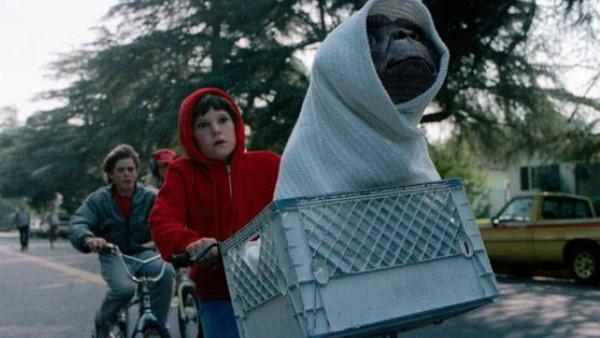 E.T. Extra Terrestrial Bike Scene