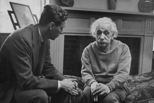 Einstein Sad