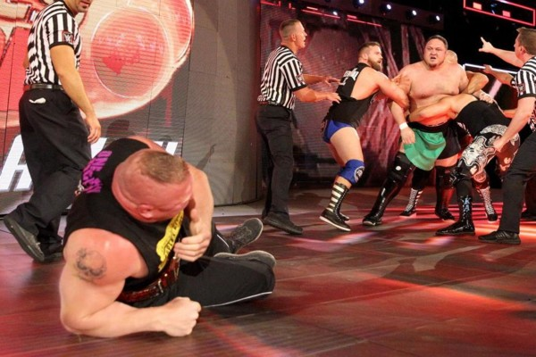 Brock Lesnar beats Samoa Joe to retain the Universal Championship