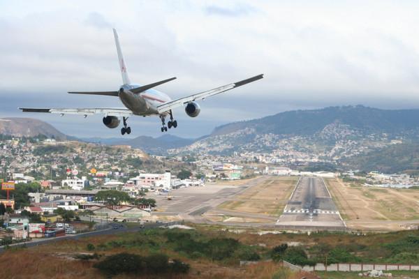 757 landing Toncontin