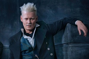 johnny depp fantastic beasts 2