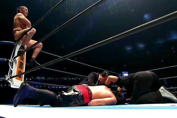 """Résultat de recherche d'images pour """"minoru suzuki vs hirooki goto wrestle kingdom 12"""""""