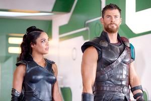 Tessa Thompson & Chris Hemsworth Will Reunite For Men In Black Spin-Off