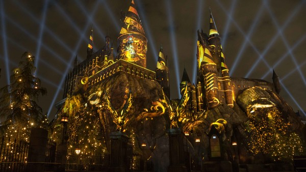 The Nighttime Lights At Hogwarts Castle Universal Orlando