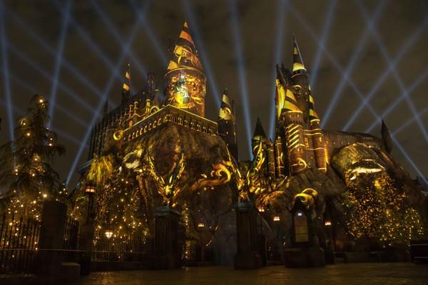 The Nighttime Lights At Hogwarts Castle Universal Orlando