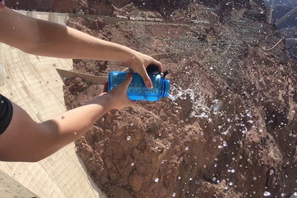 watter bottle hoover dam