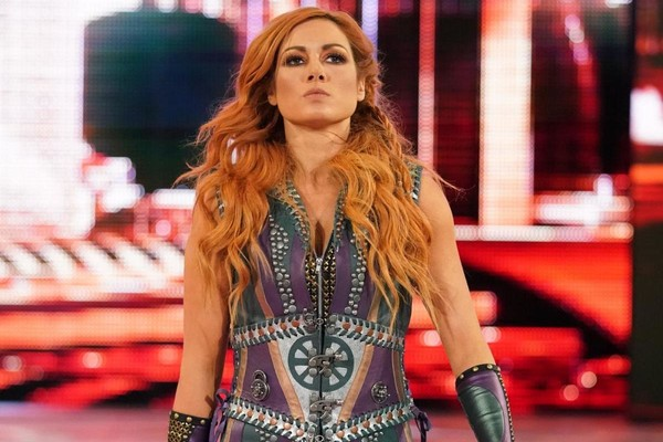 Wwe Confiscate Pro Becky Lynch Signs At Hell In A Cell 2018