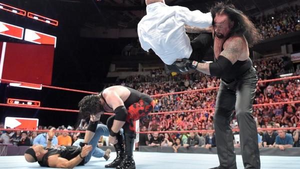 The Undertaker Kane Chokeslam