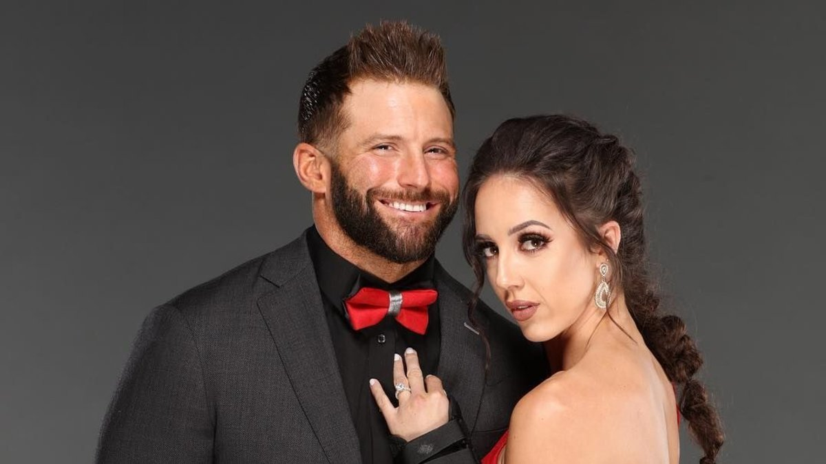 10 Wrestlers In WWE Who Are Dating The Competition