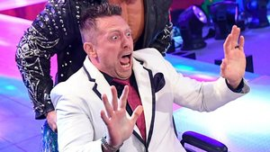 10 Embarrassing Times Wrestlers Tried To Be Funny